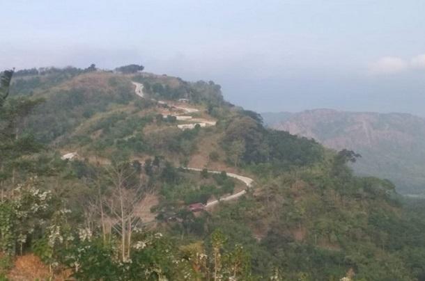Spot pemandangan di objek wisata Puncak Dharma di Desa Ciwaru, Kecamatan Ciemas, Kabupaten Sukabumi, Jabar yang masuk dalam kawasan Geopark Ciletuh Palabuhanratu. - Antara