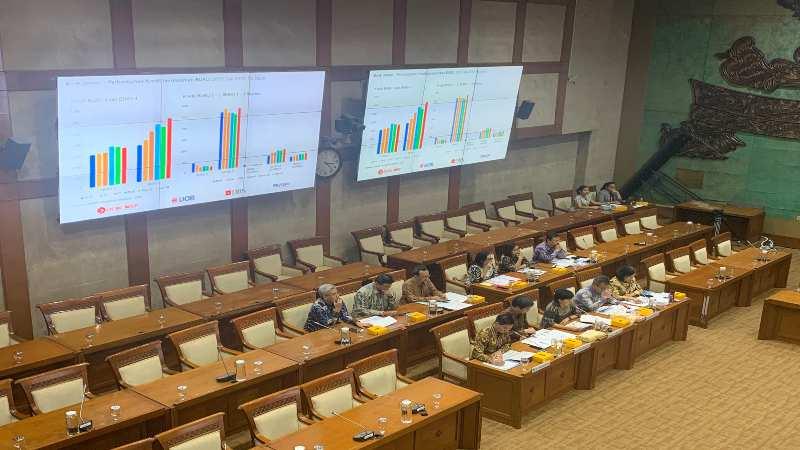 Sejumlah perwakilan bank asing menghadiri rapat dengar pendapat bersama Komisi XI DPR RI, Jakarta, Kamis (28/11). - Bisnis/Lalu Rahadian