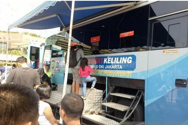 Suasana layanan SIM keliling di DKI Jakarta. - Antara