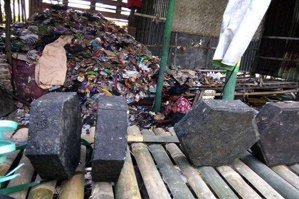 Paving block dari sampah plastik - Istimewa