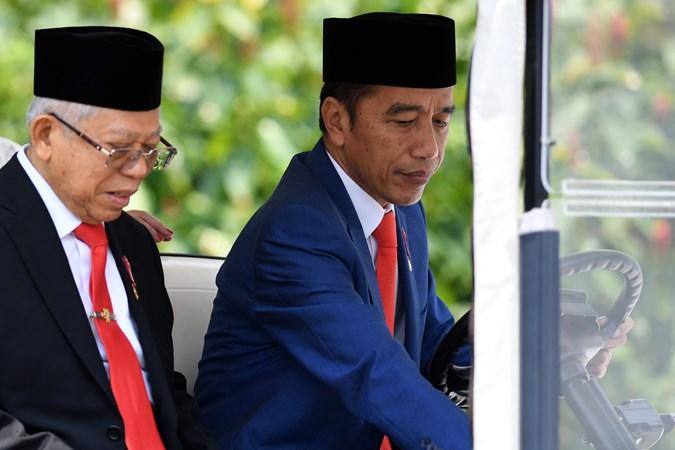 Presiden Joko Widodo dan Wakil Presiden Ma'ruf Amin di Beranda Halaman Istana Merdeka, Jakarta, Rabu (23/10/2019). - ANTARAWahyu Putro A