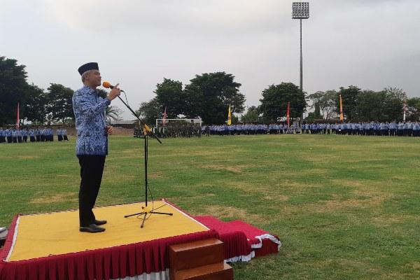 Gubernur Jawa Tengah Ganjar Pranowo berpidato setelah penutupan upacara HUT ke-48 Korpri Jawa Tengah di Ungaran, Kabupaten Semarang, pada Jumat (29/11 - 2019).