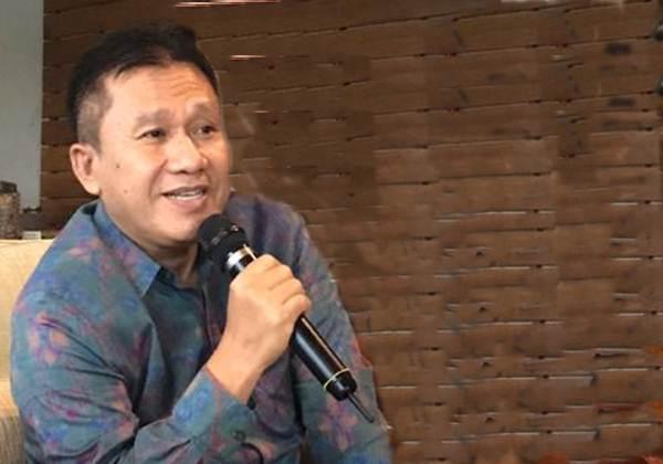 Kepala Otoritas Jasa Keuangan (OJK) Provinsi SulutgomalutSlametWibowo memberikan pemaparan kepada media di Danau Linow, Kota Tomohon, Sulawesi Utara, Jumat (29/11/2019). - Bisnis/M. Nurhadi Pratomo