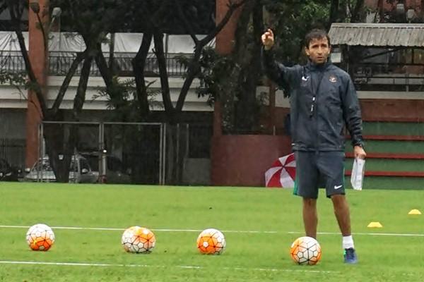 Pelatih Luis Milla saat masih melatih tim nasional Indonesia U-22. - Antara/Lucky R.