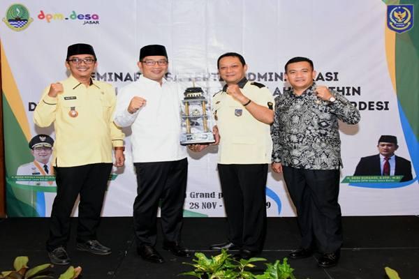 Ridwan Kamil dinobatkan sebagai Gubernur Desa, Jumat (29/11/2019). JIBI/Bisnis - Wisnu Wage