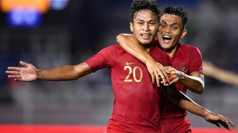 Dua pemain andalan Timnas Indonesia U-23, Osvaldo Haay (kiri) dan Rachmat Irianto. - Antara/Sigid Kurniawan