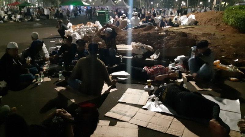 Massa Reuni Mujahid 212 mulai memadati kawasan Monumen Nasional, Jakarta, Senin (2/12/2019) dini hari WIB. - Bisnis.com/Rayful Mudassir