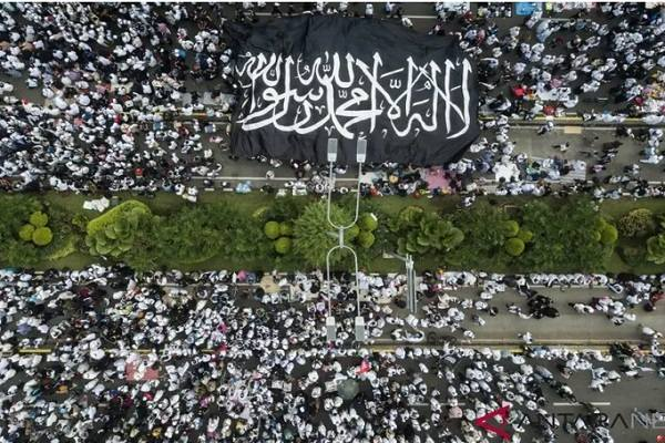 Kaum muslimin mengikuti Reuni 212 di Jalan MH Thamrin, Jakarta - Istimewa