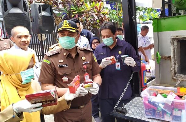 BBPOM Bandung Musnahkan 2.802 Produk Ilegal - Bisnis/Dea Andriyawan