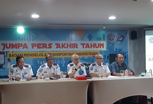Kepala Badan Pengelola Transportasi Jabodetabek (BPTJ) Bambang Prihartono (tengah) saat paparan akhir tahun BPTJ, Senin (2/12 - 2019). Bisnis/Rinaldi M. Azka