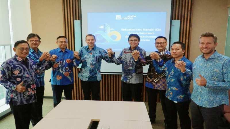 Jajaran direksi PT Mandiri Axa General Insurance dan PT Asuransi AXA Indonesia. - Bisnis/istimewa