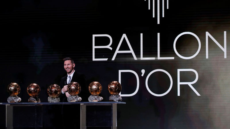 Lionel Messi memenangi penghargaan Ballon d'Or 2019. - Reuters/Christian Hartmann