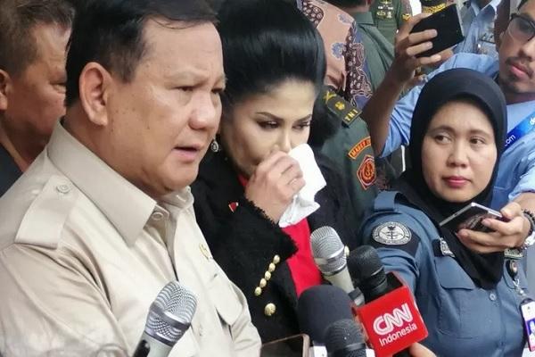Menteri Pertahanan Prabowo Subianto saat memberikan keterangan pers di Kantor Kemhan, Jakarta, Selasa (3/12/2019). - Antara