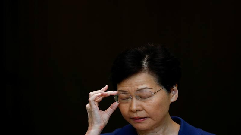 Kepala Eksekutif Hong Kong Carrie Lam memberi isyarat saat konferensi pers di Hong Kong, Cina 13 Agustus 2019. - Reuters