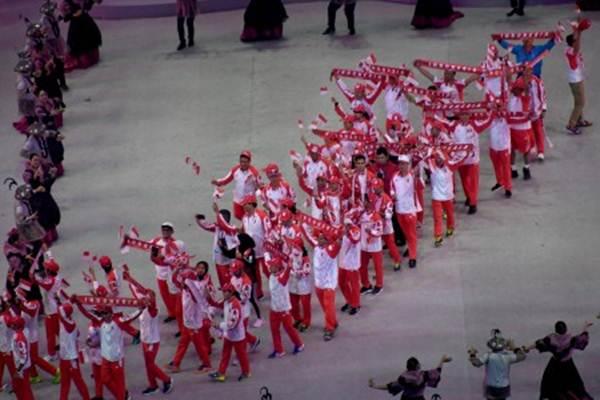 Kontingen Indonesia melakukan defile dalam pembukaan SEA Games 2019 di Philippine Arena, Bulacan, Filipina, Sabtu (30/11/2019). Pesta olahraga terbesar se-Asia Tenggara tersebut resmi dibuka dan akan berlangsung hingga 11 Desember 2019. - ANTARA/Nyoman Budhiana