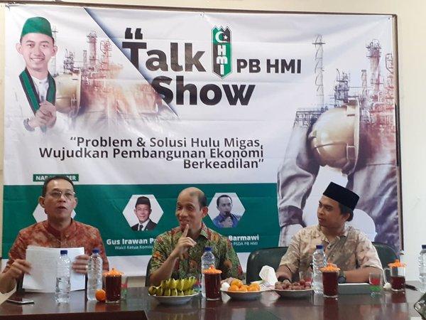 Wakil Menteri ESDM 2016-2019 Arcandra Tahar (tengah) dan Wakil Komisi VII DPR RI Gus Irawan Pasaribu (kiri) berbicara dalam acara talk show PB HMI mengenai masalah dan solusi hulu migas, di Jakarta, Rabu (4/12/2019). - Bisnis/Ni Putu Eka Wiratmini