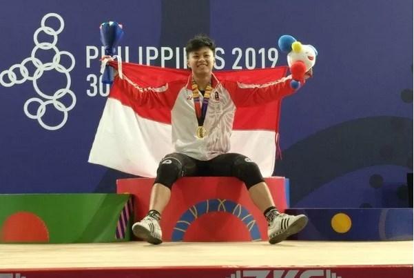 Lifter Rahmat Erwin Abdullah - Antara