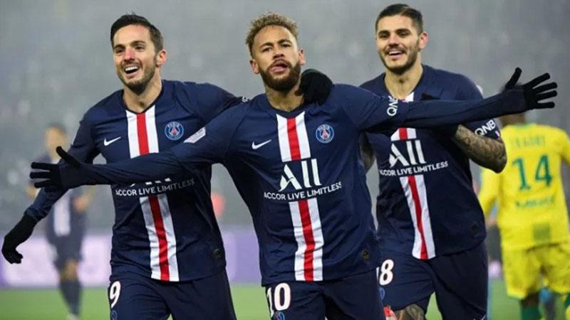 Penyerang PSG Neymar da Silva Jr. (tengah) merayakan golnya ke gawang Nantes bersama Pablo Sarabia (kiri) dan Mauro Icardi. - Twitter@PSG_inside