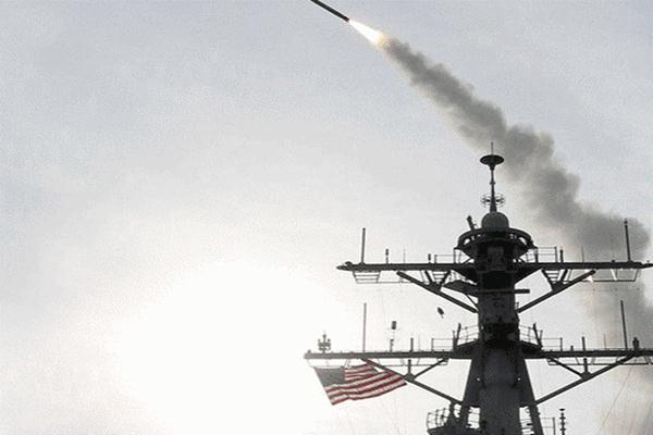 Ilustrasi: Rudal Tomahawk ditembakkan dari salah satu kapal perang Amerika Serikat. - Reuters