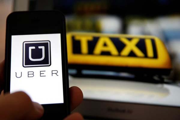 Ilustrasi taksi online. - Reuters/Kai Pfaffenbach