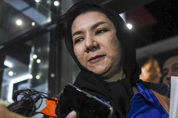 Rita Widyasari seusai diperiksa di gedung KPK, Jakarta, Rabu (18/10). - ANTARA/Hafidz Mubarak A