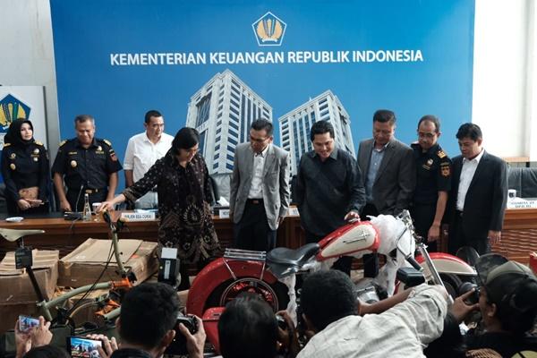 Konferensi pers terkait penyelundupan Harley Davidson dan Sepeda Lipat Brompton menggunakan pesawat Garuda Indonesia di Kementerian Keuangan RI, Jakarta, Kamis (5/12/2019) - Istimewa