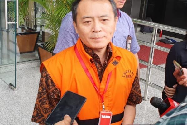 Mantan Presiden Direktur Lippo Cikarang Bartholomeus Toto seusai menandatangani surat perpanjangan penahanan di KPK. - Bisnis/Ilham Budhiman