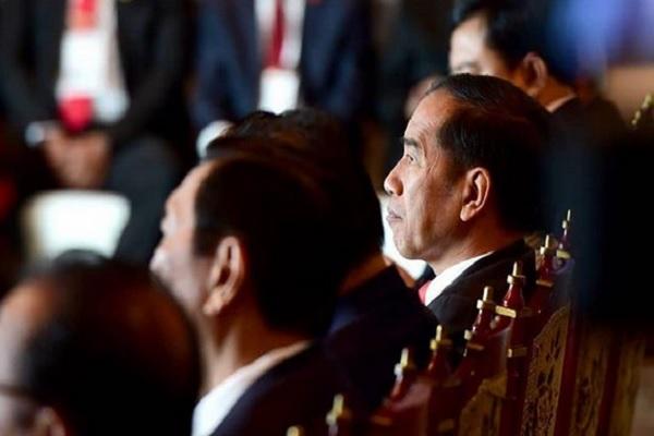 Presiden Joko Widodo bertemu dan berdiskusi dengan para peneliti dan ilmuwan asal Indonesia yang berada di Korea Selatan, dalam pertemuan di Busan. - Instagram @jokowi