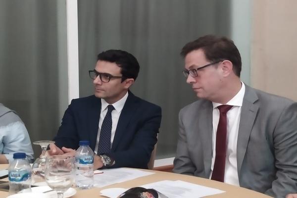 Chief Industry Specialist IFC Prashant Kapoor (kiri) saat berbincang dengan media di Jakarta, Jumat (7/12/2019). - Bisnis/Muhammad Khadafi