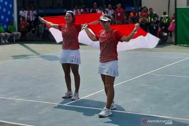 Ganda putri tenis Indonesia Beatrice Gumulya-Jessy Rompies - Antara
