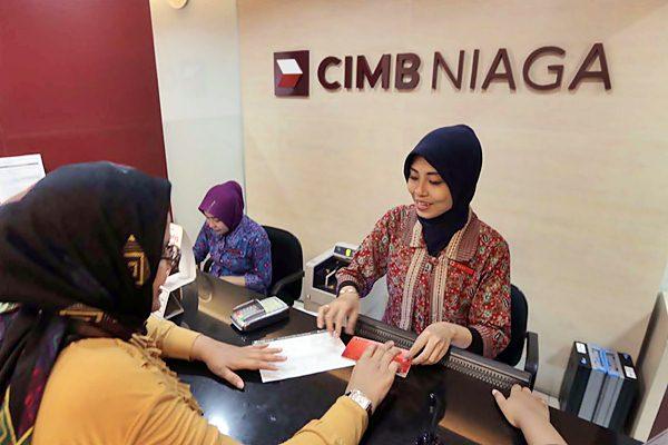 Layanan nasabah di kantor PT Bank CIMB Niaga Tbk, di Jakarta. - JIBI/Nurul Hidayat