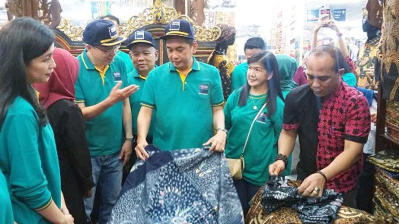 Menteri Perdagangan Agus Suparmanto (tengah) pada pembukaan Gerakan Belanja Produk Dalam Negeri di Thamrin City, Jakarta, Sabtu (7/12/2019). - Bisnis.com/Puput Ady Sukarno