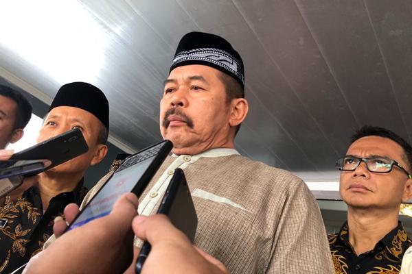 Jaksa Agung ST Burhanuddin memberikan keterangan usai solat Jumat di Kejaksaan Agung pada Jumat 25 Oktober 2019. - Bisnis/ Sholahuddin Al Ayyubi