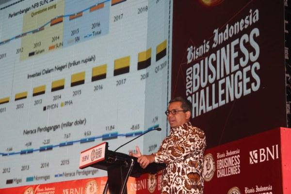 Wakil Menteri Keuangan Suahasil Nazara memberikan pemaparan dalam acara BNI-Bisnis Indonesia Business Challenges 2020 di Jakarta, Senin (9/12/2019). Acara ini merupakan transformasi dari Economic Outlook dan Economic Challenges yang digelar setiap akhir tahun oleh Harian Bisnis Indonesia,  bertujuan untuk melihat arah bisnis dan politik di tahun berikutnya. Event besar ini dihadiri oleh para pejabat tinggi pemerintah dan para  pemimpin perusahaan. Bisnis - Triawanda Tirta Aditya