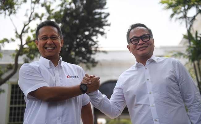 Wakil Menteri BUMN Budi Gunadi Sadikin dan Kartika Wirjoatmodjo ANTARA FOTO - Puspa Perwitasari