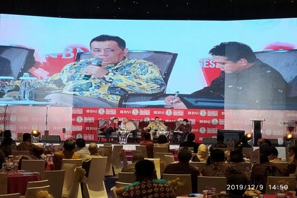 Rektor Universitas Indonesia Ari Kuncoro saat memberikan paparan dalam acara diskusi panel pada gelaran BNI-Bisnis Indonesia Business Challenges 2020, di Jakarta, Senin (9/12/2019). Bisnis - Fahmi Achmad
