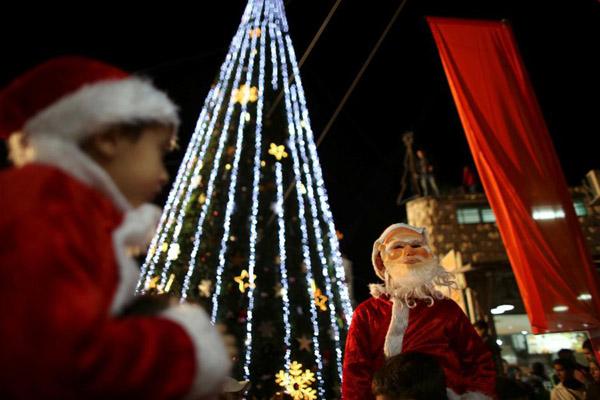 Ilustrasi perayaan Natal. - Reuters/Ammar Awad