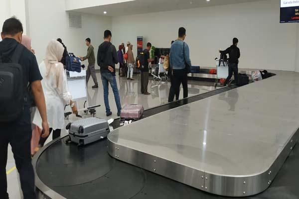 Aktivitas penumpang di Terminal Baru Bandara Syamsudin Noor - Arief Rahman