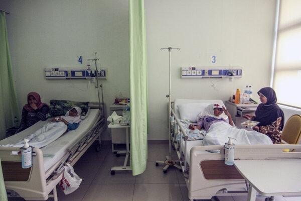 Pasien yang terjangkit Hepatitis A dirawat di RSUD Depok, Jawa Barat, Kamis (5/12/2019). Kementerian kesehatan (Kemenkes) menetapkan Kejadian Luar Biasa (KLB) Hepatitis A di Kota Depok yang hingga 3 Desember 2019 sudah terjadi 262 kasus dan 171 diantaranya positif Hepatitis A. - Antara/Asprilla Dwi Adha