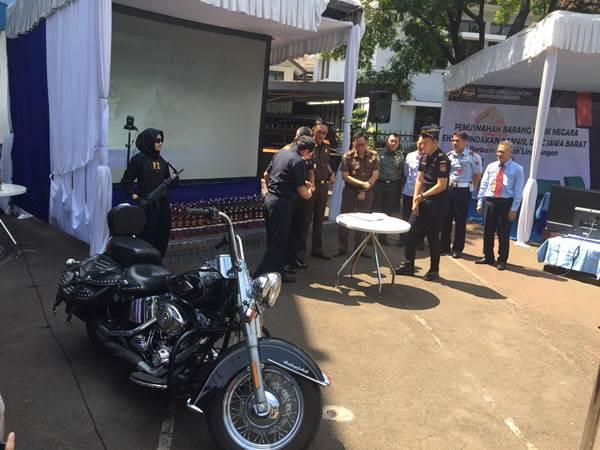 Serah terima BMN berupa kendaraan moge merek Harley Davidson kepada Kejaksaan Agung Rl c.q. Kejaksaan Tinggi Jawa Barat yang telah ditetapkan statusnya sebagai pengguna BMN oleh Menteri Keuangan RI. - Bisnis/Wisnu Wage