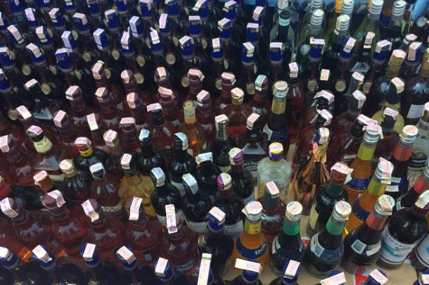 Ribuan botol minuman keras ilegal yang disita Bea Cukai Jabar - Bisnis/Wisnu Wage