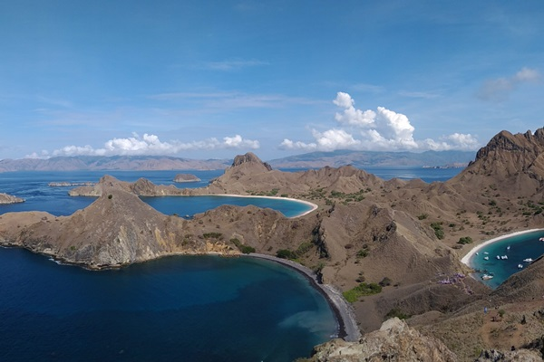 Pemandangan di Pulau Padar, salah satu objek wisata unggulan di Labuan Bajo, Manggarai Barat, Nusa Tenggara Timur, selain Taman Nasional Komodo - Bisnis/M. Taufikul Basari