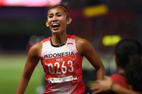 Pelari gawang Indonesia Emilia Nova ketika menjuarai nomor 100 meter putri di Sea Games 2019 di New Clark City, Filipina, pada Senin (9/12/2019). - Antara/Nyoman Budhiana