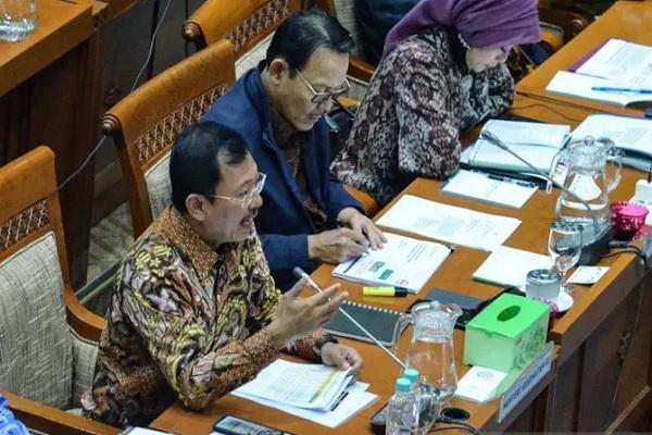 Menteri Kesehatan Terawan Agus Putranto saat rapat dengar pendapat dengan Komisi IX DPR di Kompleks Parlemen, Senayan, Jakarta, Kamis (12/12/2019). - Antara