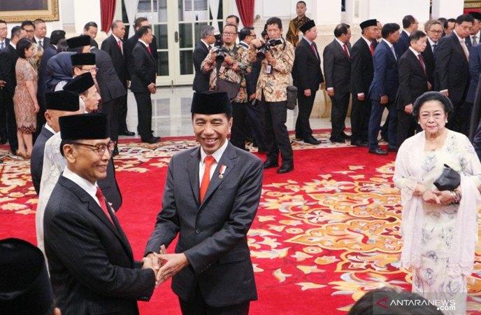 Presiden Joko Widodo melantik sembilan anggota Dewan Pertimbangan Presiden (Wantimpres) periode 2019-2024 yang diketuai oleh Wiranto. - Antara