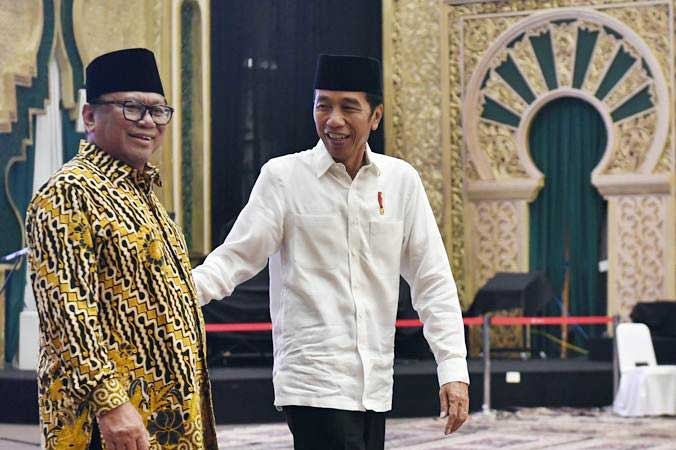Presiden Joko Widodo (kanan) saat berjalan bersama Oesman Sapta Odang beberapa waktu lalu - ANTARA/Akbar Nugroho Gumay