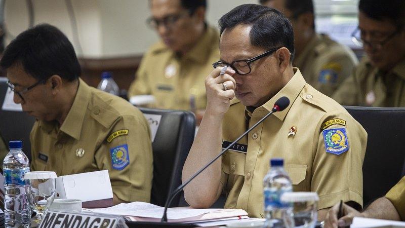 Menteri Dalam Negeri Tito Karnavian saat mengikuti rapat kerja dengan Komite I DPD di Kompleks Parlemen, Senayan, Jakarta, Senin (18/11/2019). - ANTARA /Dhemas Reviyanto