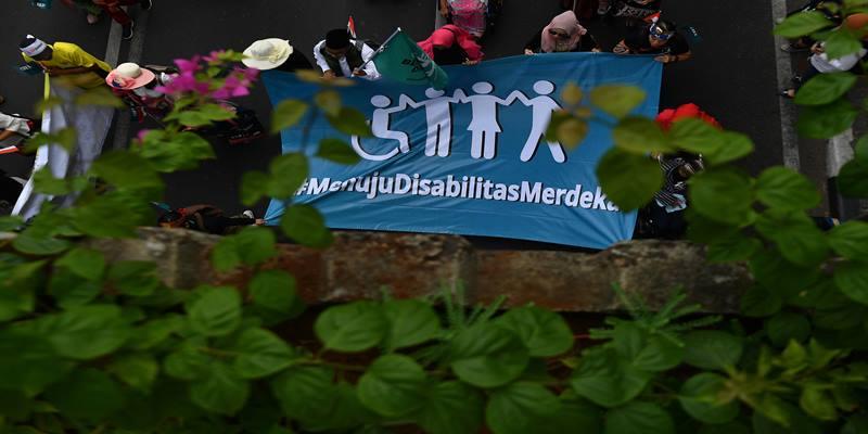 Sejumlah penyandang disabilitas melakukan Pawai Budaya Disabilitas di Jalan MH Thamrin, Jakarta, Selasa (27/8/2019). Pawai tersebut dalam rangka memperingati HUT Ke-74 Kemerdekaan Indonesia dengan mengangkat tema Menuju Disabilitas Merdeka. - Antara