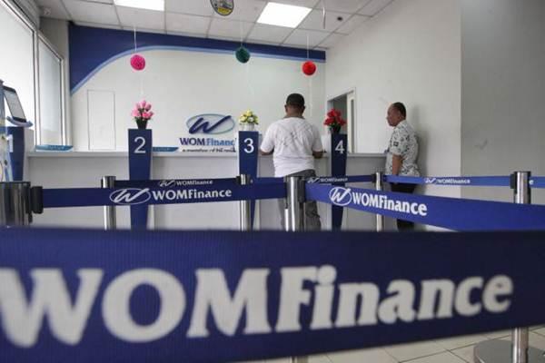 Aktivitas layanan nasabah di kantor PT Wahana Ottomitra Multiartha Tbk. (WOM Finance) - JIBI/Dedi Gunawan