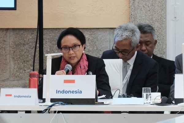 Menteri Luar Negeri Retno Marsudi dalam pertemuan ke-14 Asia Europe Meeting (ASEM) Foreign Ministers Meeting (ASEM FMM14) di Madrid, Spanyol, Senin (16/12) - Kementerian Luar Negeri